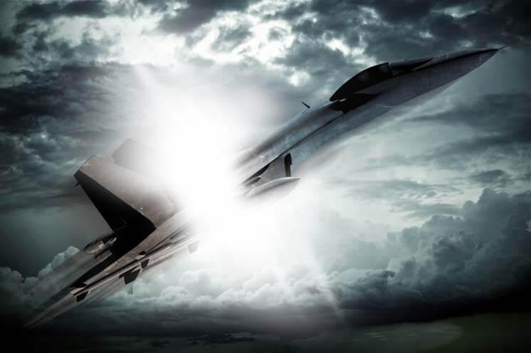 מטוס F16 טס באוויר